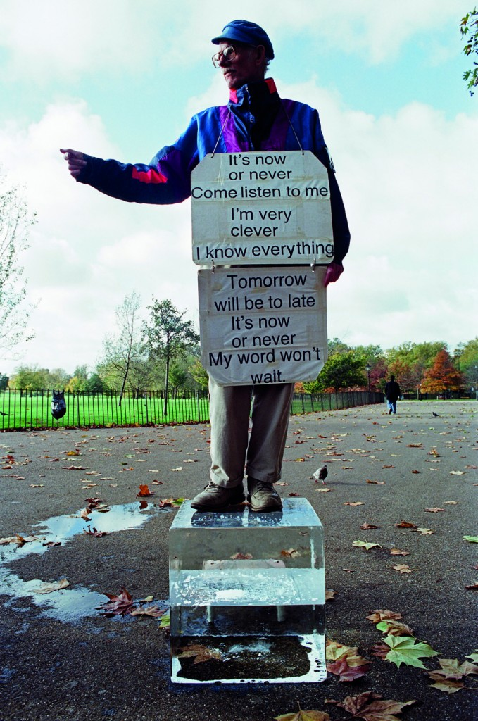 Michel François, Speaker's Corner 1, 2006, Collection du frac île-de-france, © Adagp, Paris
