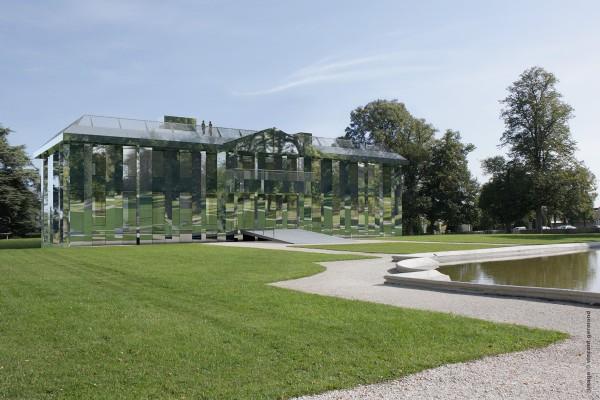 Vue extérieure du projet pour le Château de Rentilly, 2013. Image 3D : Vincent Germond © Veilhan / ADAGP, Paris, 2014. Philippe Bona et Elisabeth Lemercier (architectes), Xavier Veilhan (artiste), Alexis Bertrand (scénographe)