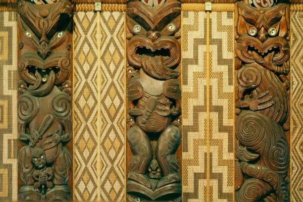 Vue intérieure de Te Whare Rūnanga, Waitangi Treaty Grounds, Nouvelle-Zélande.