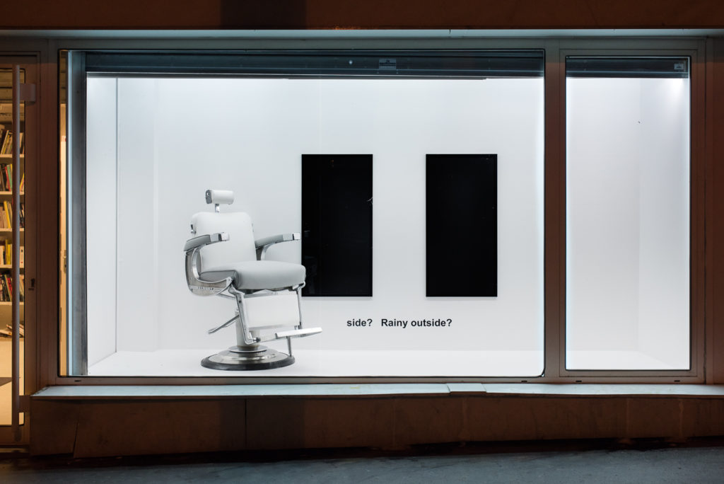 """La vitrine """"Format À Deux"""" – Muriel Leray et Julien Monnerie © frac île-de-france, Photo : Martin Argyroglo"""