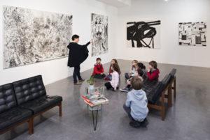 """Atelier enfants ‡ l'Antenne / Visite de l'exposition """"Les Fleurs AmÈricaines"""" - Le Plateau / Frac Ile-de-France."""